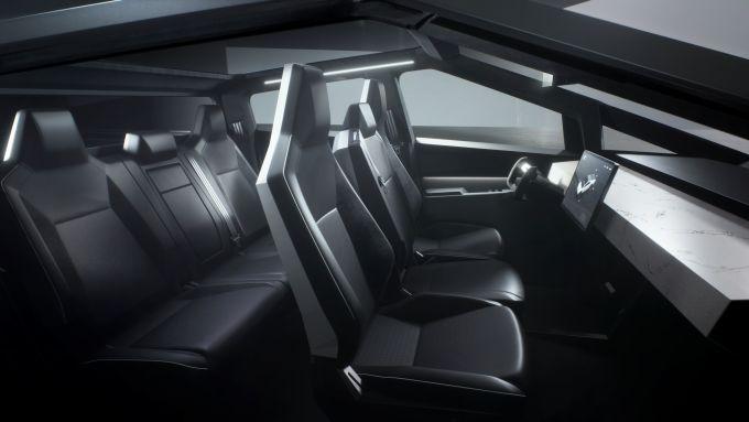 Tesla Cybertruck: l'abitacolo del pickup elettrico