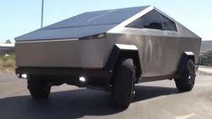 Tesla Cybertruck? No, Ford Ranger Raptor camuffato