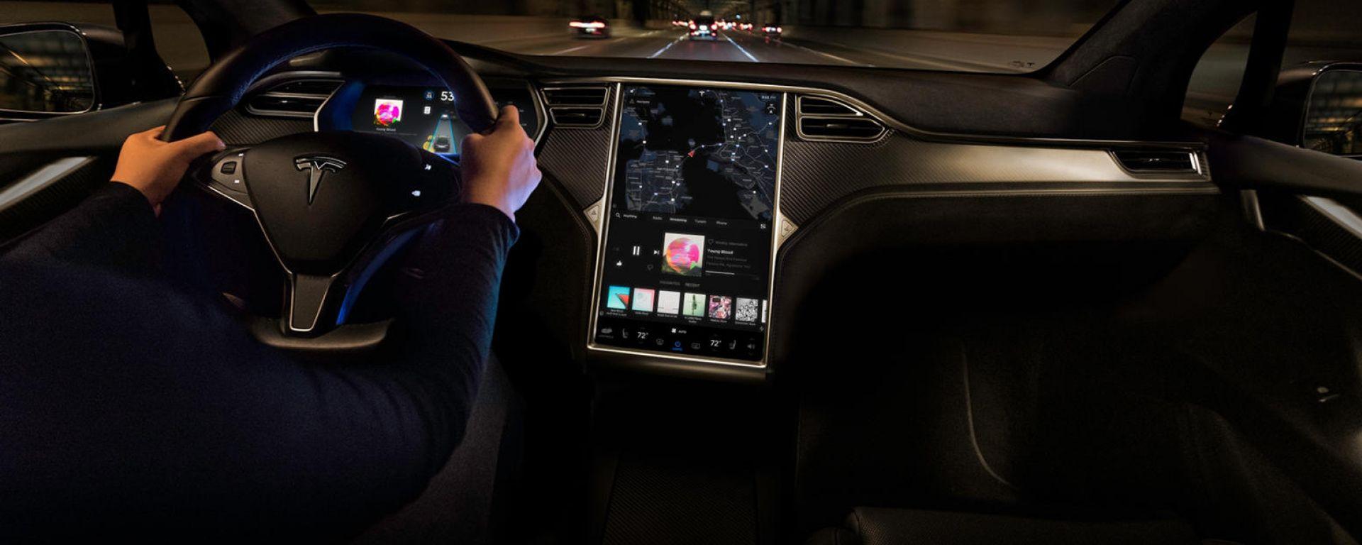 Tesla: da luglio 1000 dollari in più per la guida autonoma