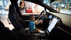 Tesla e il sensore per i bambini in auto