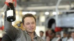 Tesla, ElonMusk esulta: conti di nuovo in ordine