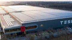 Tesla Gigafactory, dove nascono le super batterie