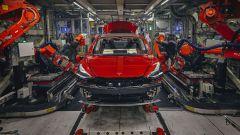 Auto elettrica, Tesla: rischio carenza materie prime per batterie
