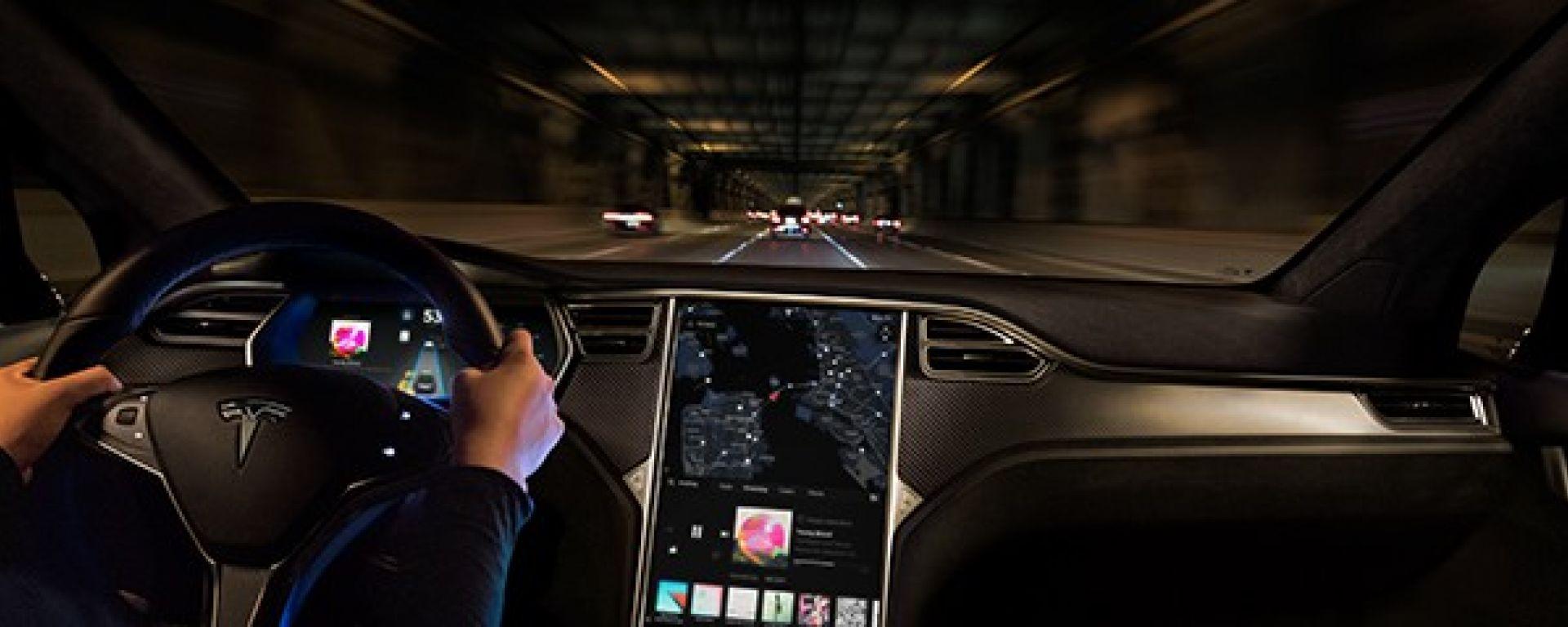 Tesla: il Software 8.0 è disponibile anche in Italia