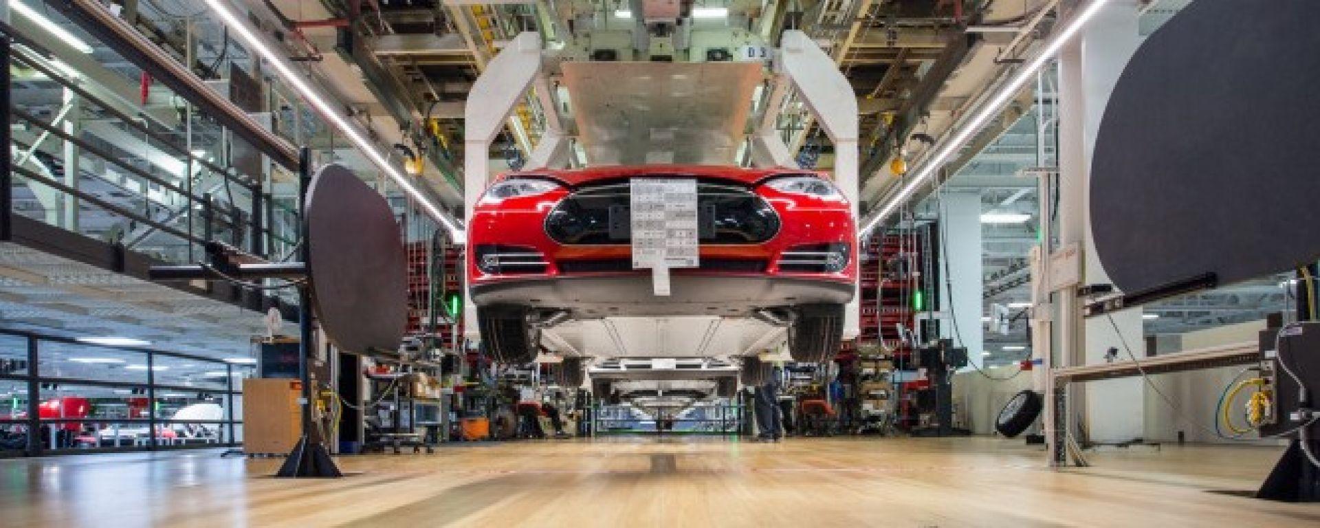 Tesla: la linea di montaggio