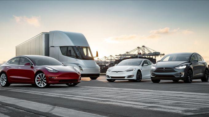 Tesla, la vendita di auto non basta a tenere i conti in ordine