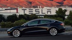 Tesla Model 3: in video dal Salone di Parigi 2018 - Immagine: 11