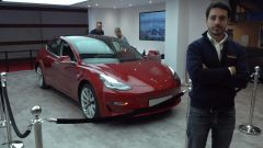 Tesla Model 3: in video dal Salone di Parigi 2018 - Immagine: 1