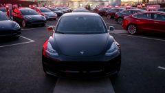 Tesla Model 3: consegnate le prime berline elettriche di Elon Musk
