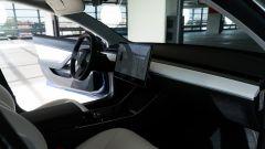 Tesla Model 3 Dual Motor, oltre all'Autopilot c'è di più - Immagine: 12