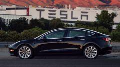 Tesla Model 3: Elon Musk presenta quella ufficiale - Immagine: 2