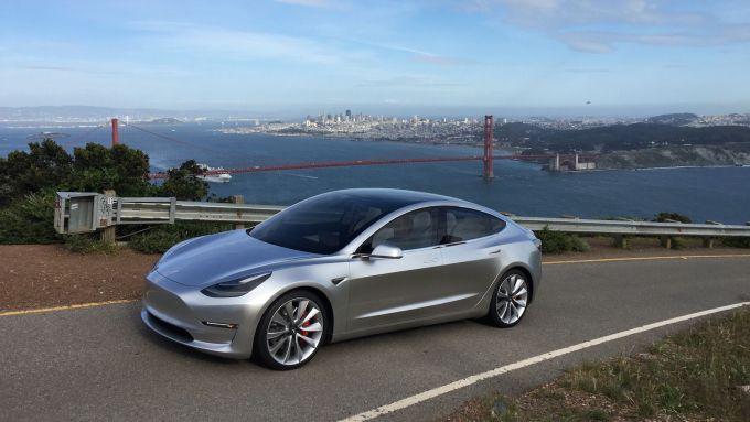 Tesla Model 3: in arrivo nel 2020 una batteria da 100 kWh?