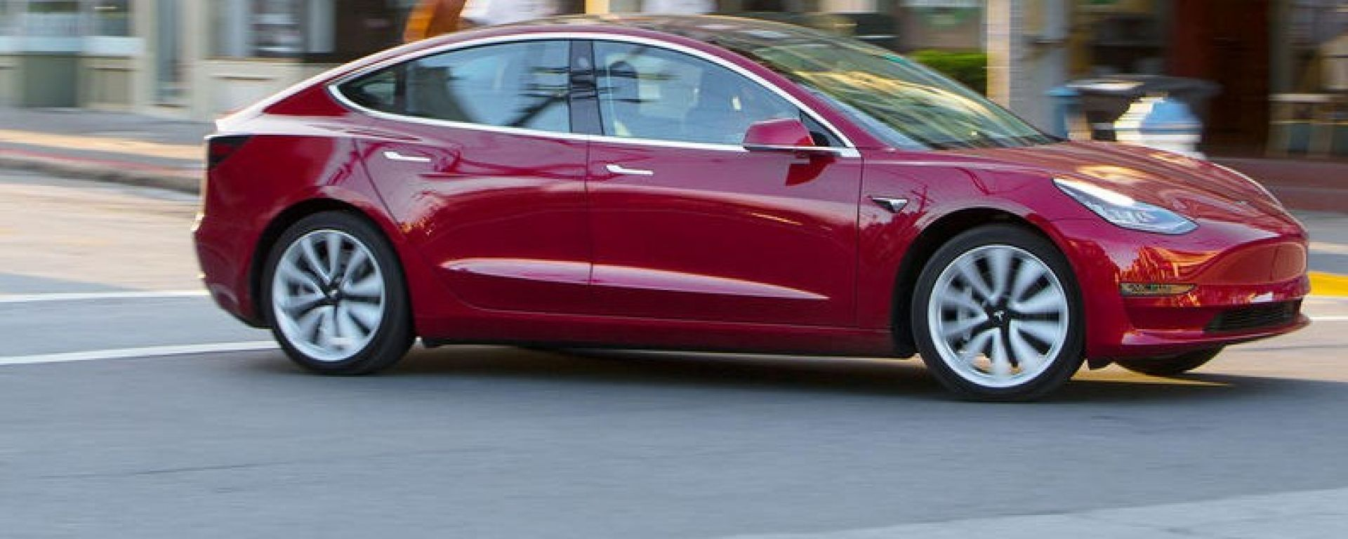 Tesla Model 3, la prova in anteprima di Autocar