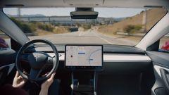 "Tesla Model 3, ecco ""Navigate on Autopilot"". Video tutorial - Immagine: 3"