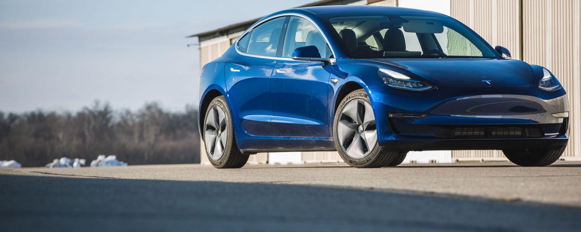 Tesla Model 3, nuove funzioni di sicurezza