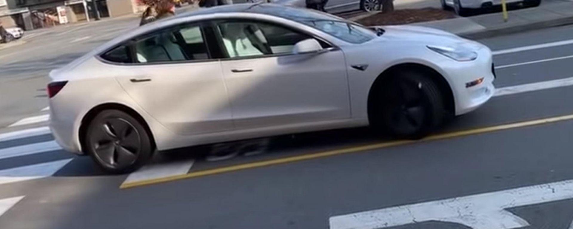 Tesla Model 3: senza controllo a Richmond