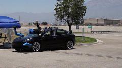 Tesla Model 3: test di frenata automatica con individuazione del pedone condotto dall'americana AAA