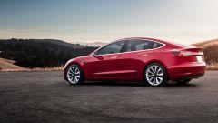 Tesla Model 3: vista 3/4 posteriore