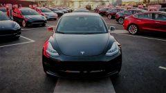 Tesla Model 3: il manuale utente scaricabile e i rischi della batteria
