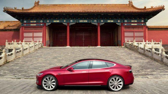 Tesla Model S all'interno della Città Proibita