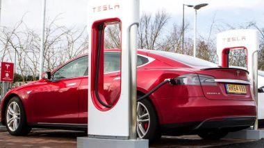 Tesla Model S, batterie con (provvidenziale) raffreddamento a liquido