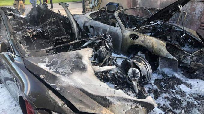 Tesla Model S e Porsche Boxster bruciate