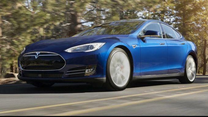 Tesla Model S: i modelli prodotti dal 2012 al 2016 accuserebbero problemi all'MCU