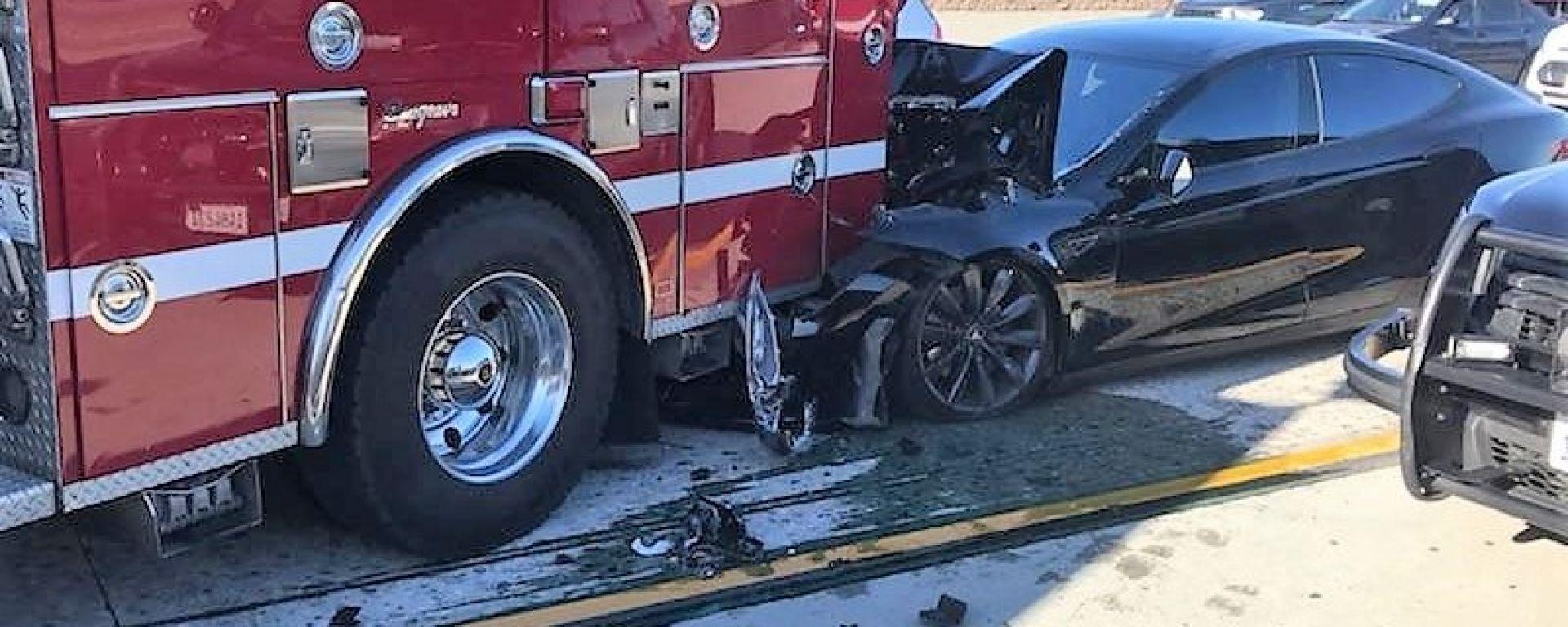 Tesla Model S: incidente con Autopilot attivo