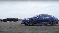 Drag Race: Tesla Model S vs Lamborghini Aventador, video YouTube