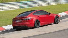 Tesla Model S Plaid batte Porsche Taycan al 'Ring. Video
