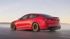 Tesla Model S Plaid alla Pikes Peak: la berlina elettrica originale