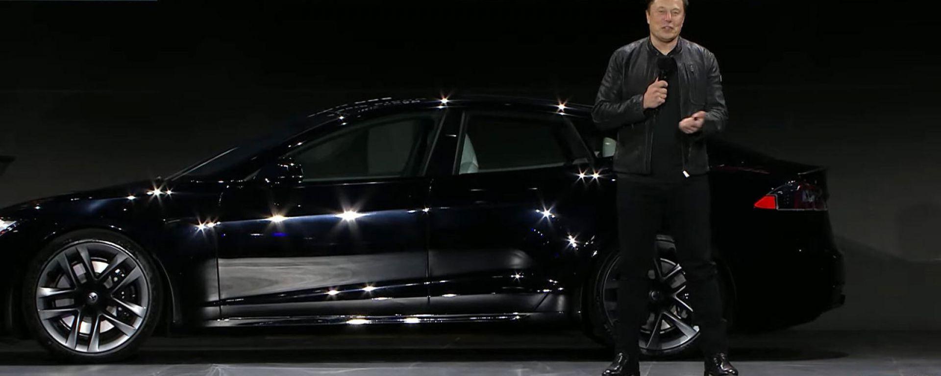 Tesla Model S Plaid, la cerimonia del reveal con Elon Musk