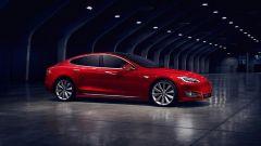 Tesla Model S: ecco il primo restyling della coupé di Elon Musk - Immagine: 2