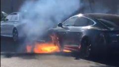Tesla Model S in fiamme, un aggiornamento software anti-incendio?