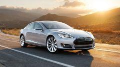Incidente mortale Tesla Model S, sbatte e si incendia. Le cause