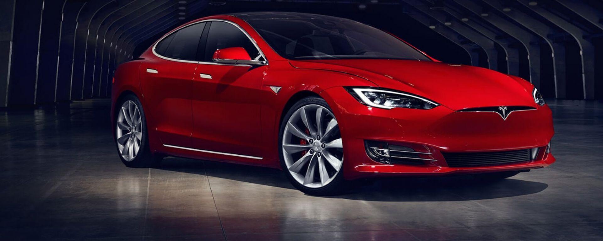 Tesla Model S: vista 3/4 anteriore