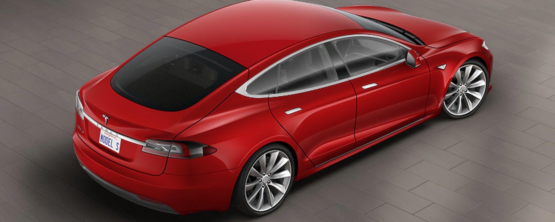 Tesla Model S: vista 3/4 posteriore dall'alto