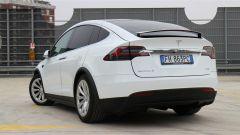 Tesla Model X 90D: 90D ( 90 kw/h) èlaversione di mezzo della gamma Model X