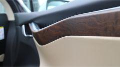 Tesla Model X 90D: dettagli degli interni