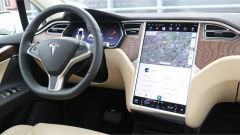 Tesla Model X 90D: display da 17 pollici
