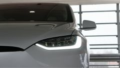 Tesla Model X 90D: faro anteriore