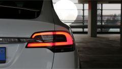 Tesla Model X 90D: faro posteriore