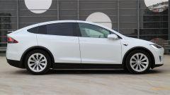 Tesla Model X 90D: laterale