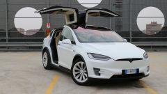 Tesla Model X 90D: le Falcon Wings Tesla sono porte intelligenti