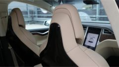 Tesla Model X 90D: sedili