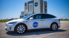 Tesla Model X accompagnerà gli astronauti USA verso il razzo Falcon 9