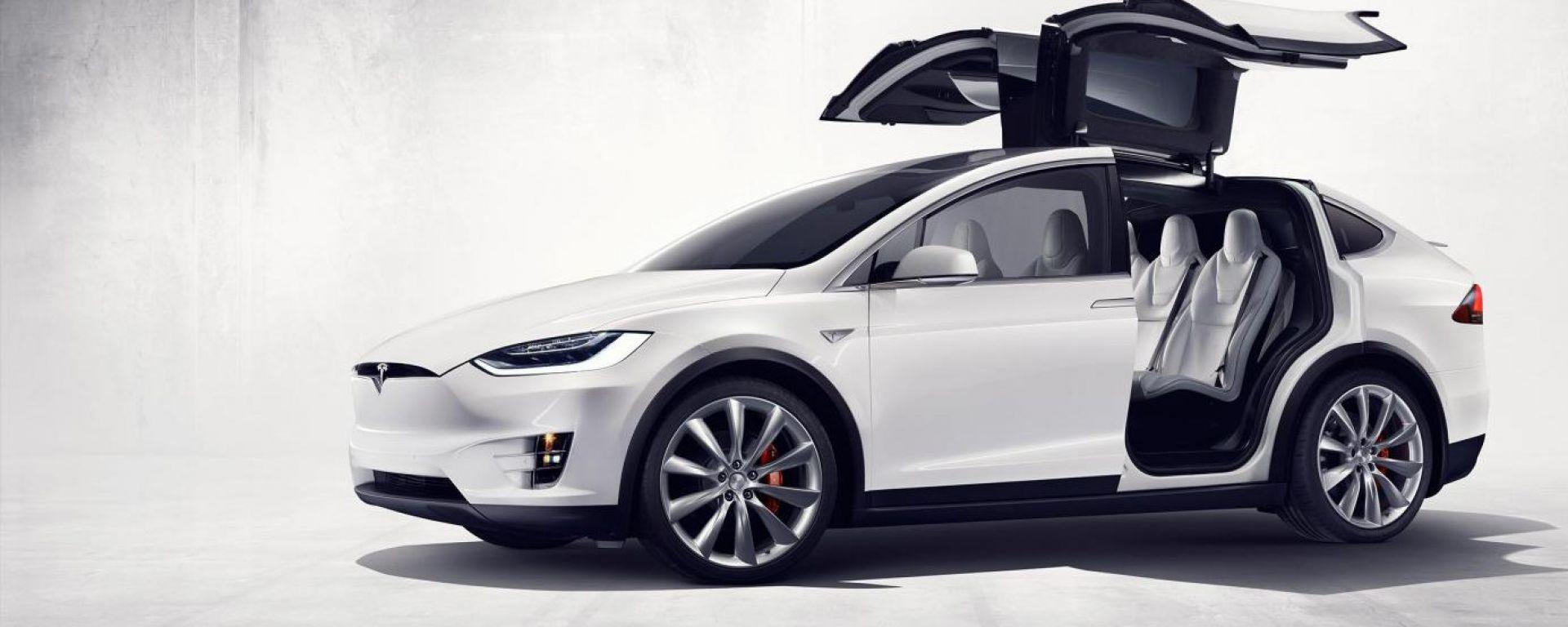 Tesla Model X: il suv elettrico diventa realtà