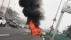 Tesla Model X in fiamme dopo un incidente a Guangzhou, Cina