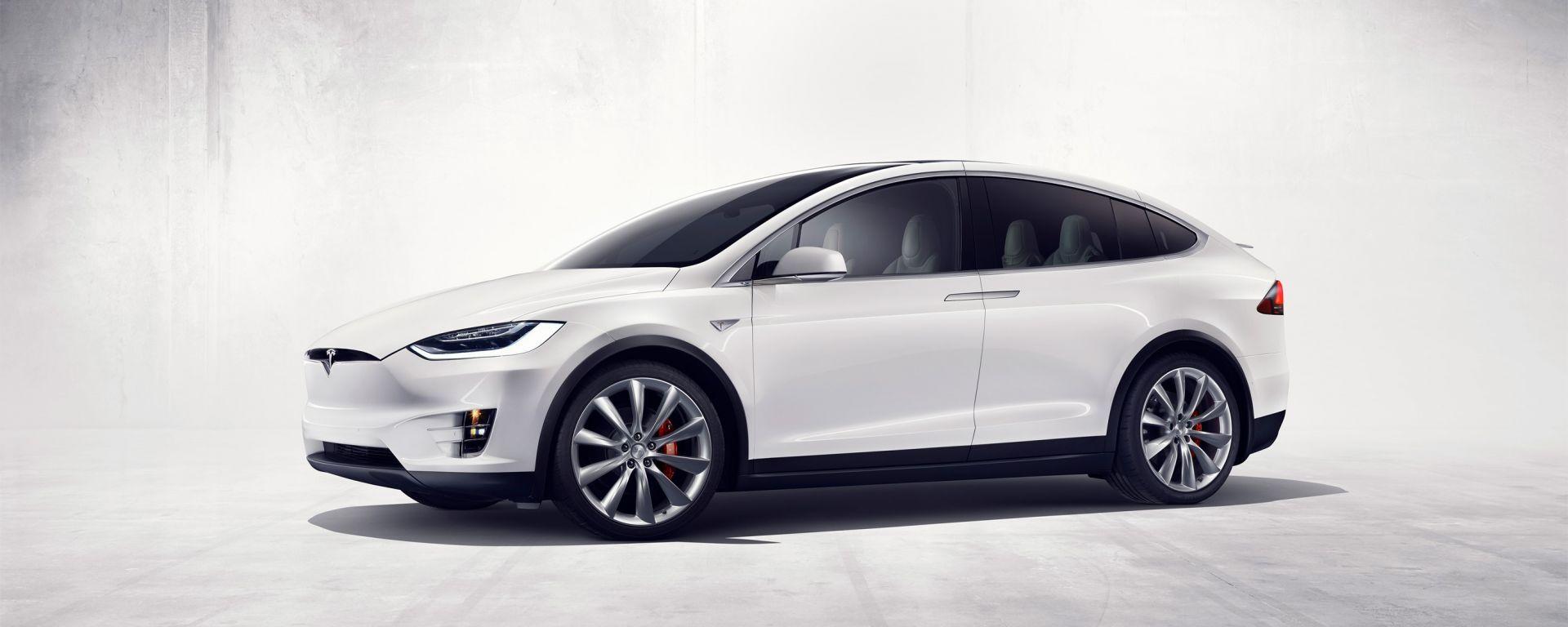 Tesla Model X: il listino prezzi per l'Italia