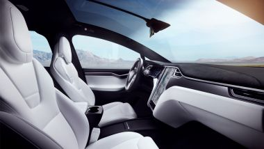 Tesla Model X Long Range: i sedili rivestiti in pelle